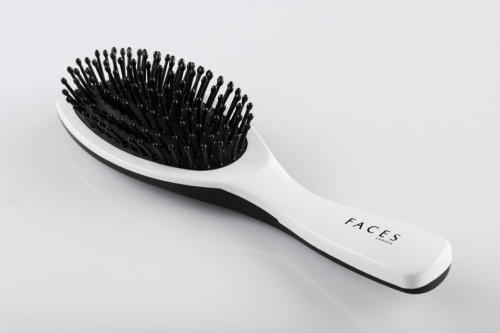 FACES Oval Cushioned Brush. Rs 239