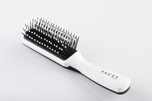 FACES Styling Brush- Large. Rs 179